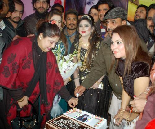 ماڈل، اداکارہ، گلوکارہ''غزل شاہ12